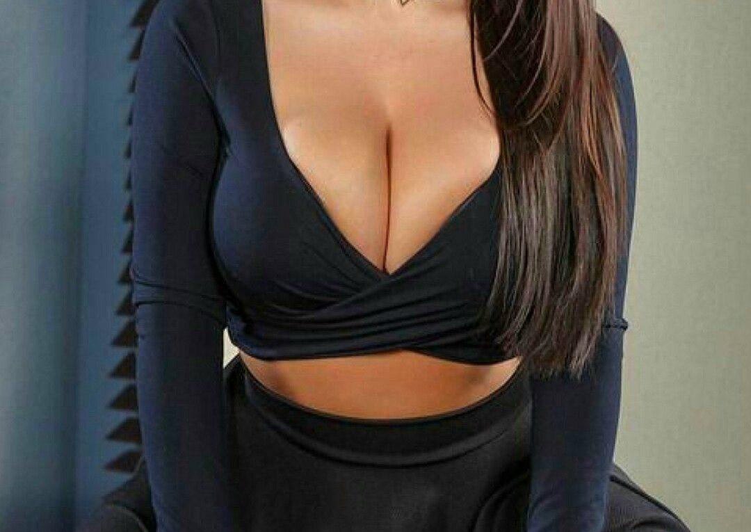 Angela White actrice X au tres gros seins