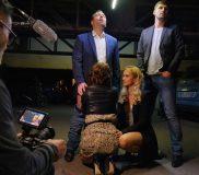 une nuit a paris deux actrices x prises par un groupe d'homme dans une parking